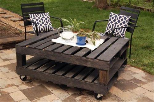 Садовый столик из поддонов