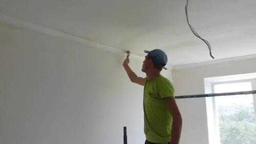 Потолок грунтуется