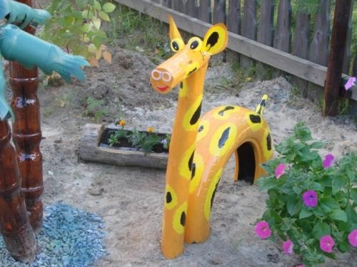 Жираф из покрышек