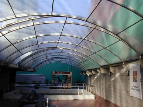 Прозрачная крыша из поликарбоната