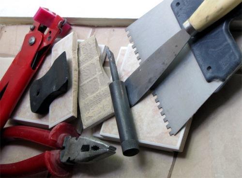 Материалы и инструменты для укладки плитки