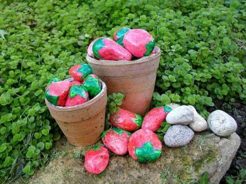 клубника из камней