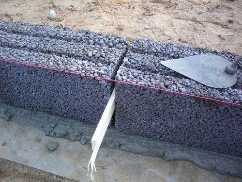Строим стены гаража из керамзитобетона