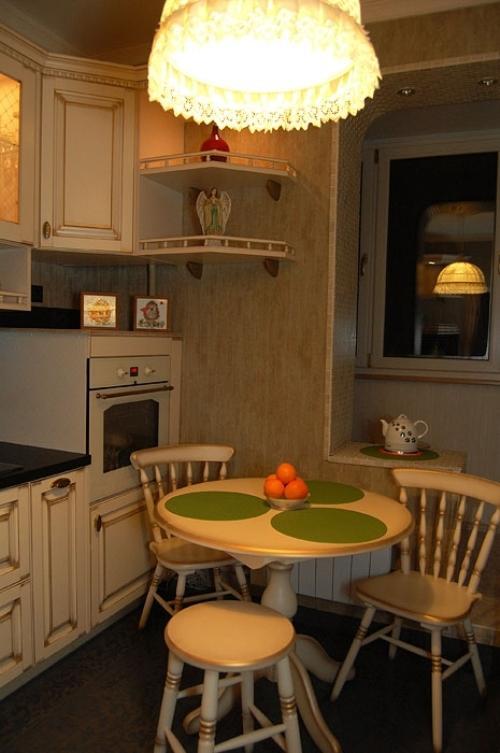 Круглый столик на кухне