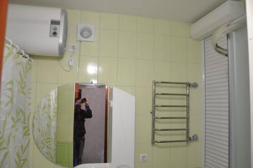 Зеркало и полотенцесушитель