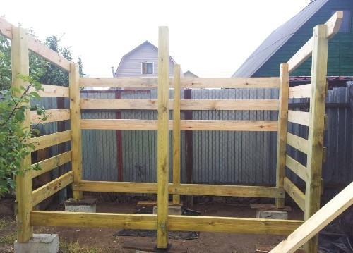 Установка средних стоек и защита конструкций