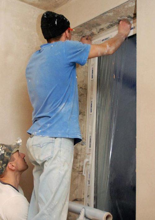 Оклеиваем окна защитной пленкой