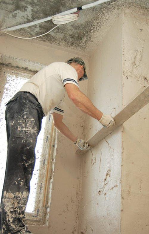 Как выровнять угол стены своими руками с помощью уголка 590