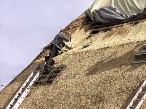 Как сделать крышу из камыша?