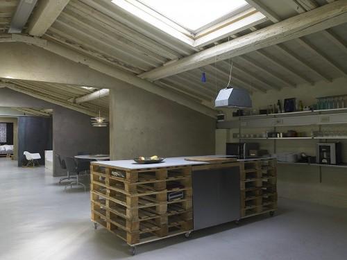 Передвижной кухонный островок из паллет