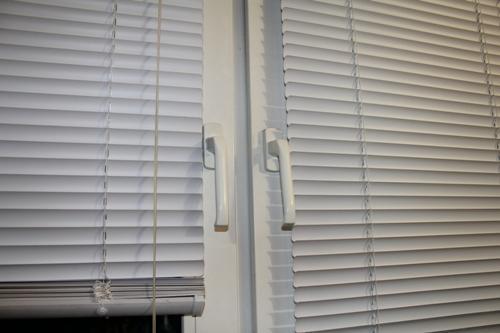 Технология монтажа жалюзи на пластиковые окна