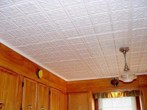 Что собой представляет потолочная плитка из пенопласта? Оклейка потолков пенопластовой плиткой