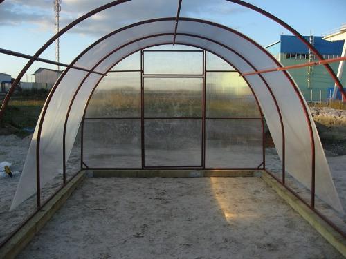 Монтаж поликарбоната на теплицу