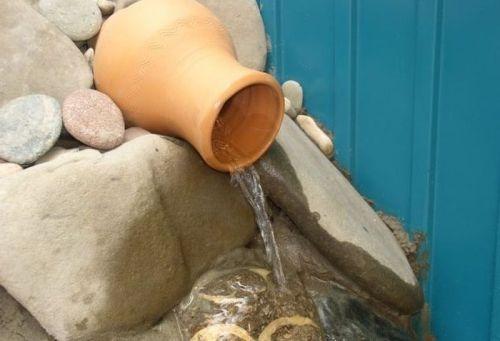 Ручей с глиняного горшка