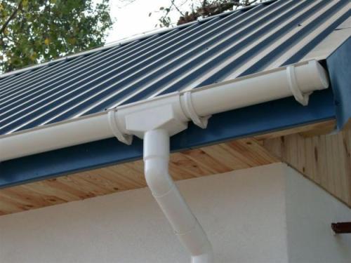 Как выбрать водостоки для крыши?