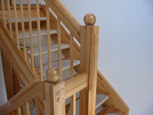 Как сделать лестницу на второй этаж безопасной?