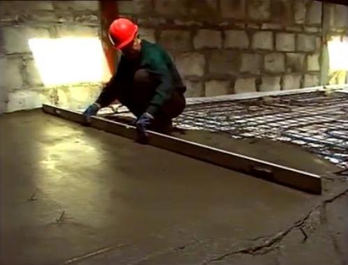 Выполнение заливки бетонной стяжки