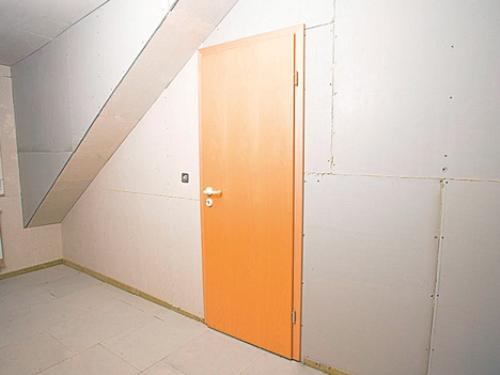 Установка двери в перегородку