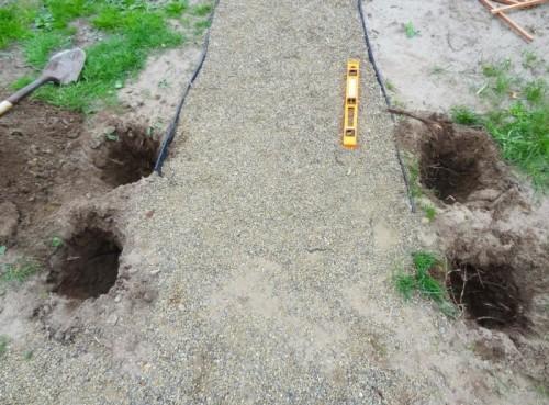 Отверстия в земле под деревянные столбы