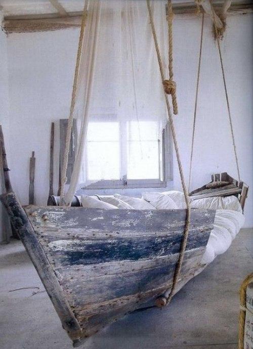 Подвесная лодка-кровать