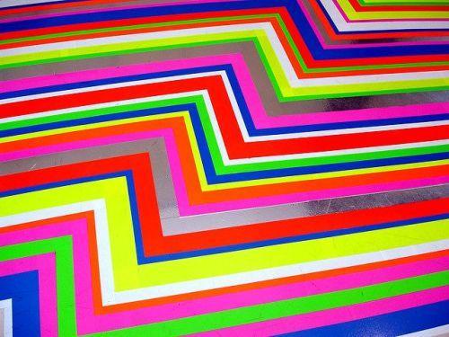 Разноцветный полосатый пол