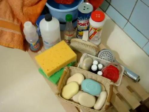 Чем чистить чугунную ванну