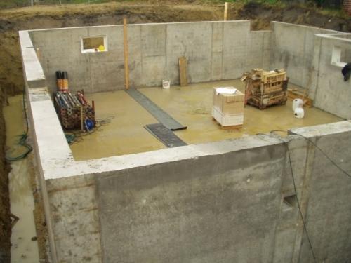 Как построить подвал в доме с низким уровнем грунтовых вод?