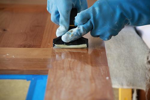 Как снять старый лак с мебели