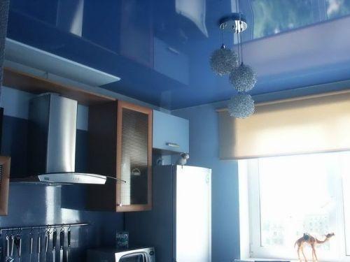Преимущества глянцевых потолков и их выбор