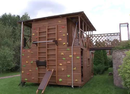 Как сделать детский спортивный домик на даче?