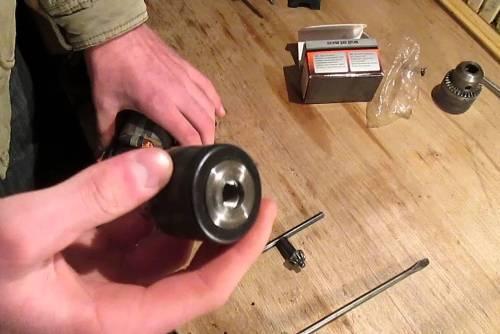 Как правильно снять патрон с дрели?