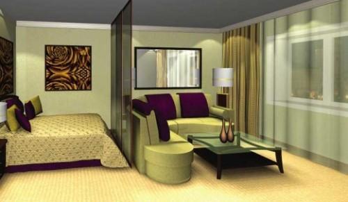 Гостиная и спальня разделены стеклянной перегородкой