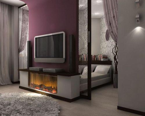 Кровать отделенная перегородкой с телевизором