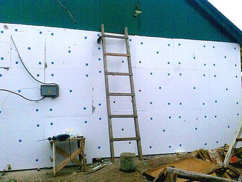 Как правильно утеплить стены пенопластом?