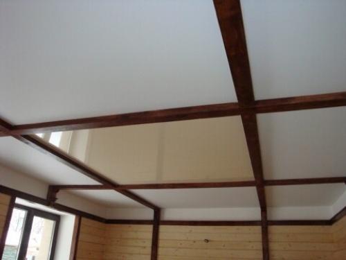 Потолок в деревянном доме. Способы отделки