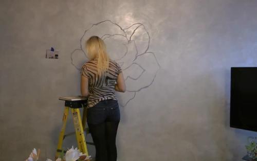 Наброски рисунка на стене