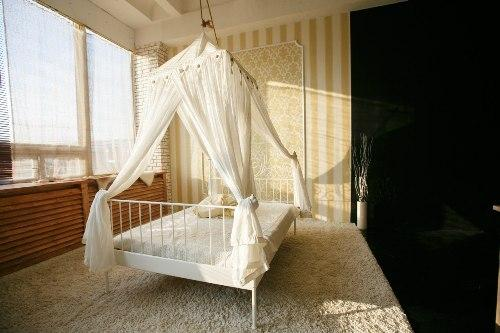 Преимущества балдахина над кроватью