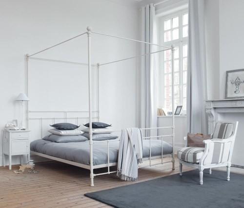 Кровать без балдахина