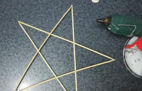Звезда из деревянных палочек