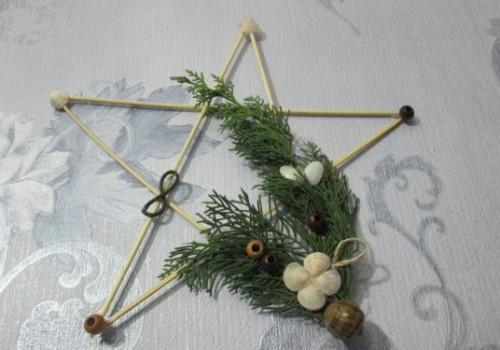 Как сделать новогоднюю звезду своими руками?