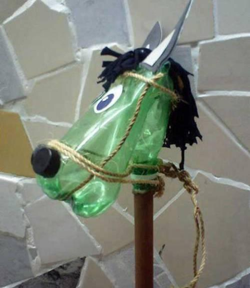 Как сделать лошадку из пластиковой бутылки?