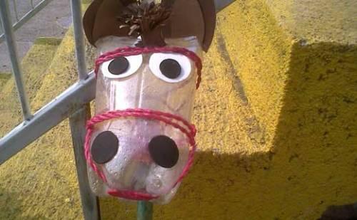 Лошадка из пластиковых бутылок