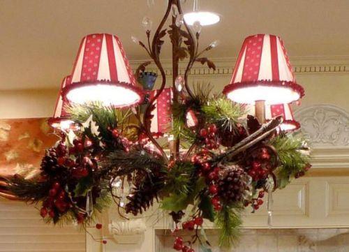 Декор люстры на Новый год