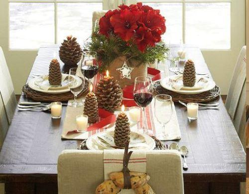 Декор новогоднего стола шишками