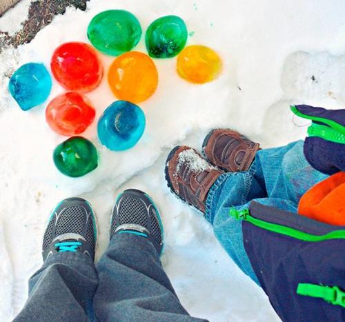 Разноцветные ледяные шары