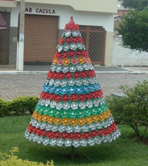 Новогодняя елка из пластиковых бутылок своими руками