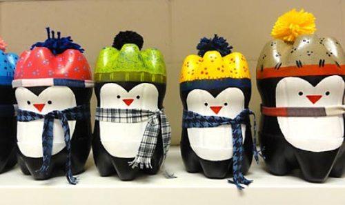 Большие и маленькие пингвины из пластиковых бутылок