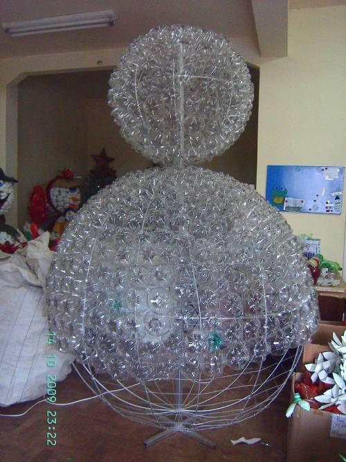 Как сделать снеговика из пластиковых бутылок?