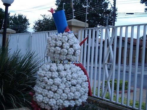 Снеговик из пластиковых бутылок своими руками
