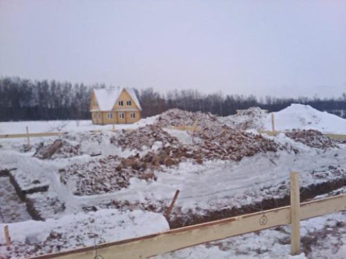 Выкапывание котлована под фундамент и траншей зимой